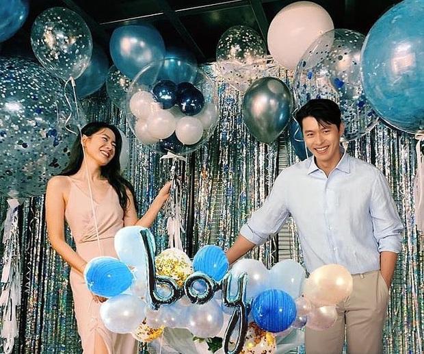 Dân tình náo loạn trước bức ảnh Hyun Bin mặc đồ đôi dự tiệc sinh nhật của Son Ye Jin, nhưng sự thật là gì? - Ảnh 2.