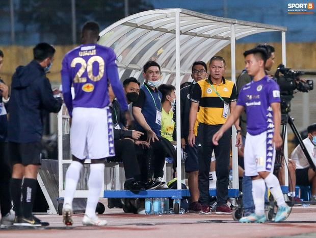 Quang Hải suýt mất bàn thắng đầu tiên ở V.League 2020 vì trợ lý HLV viết chữ xấu - Ảnh 2.