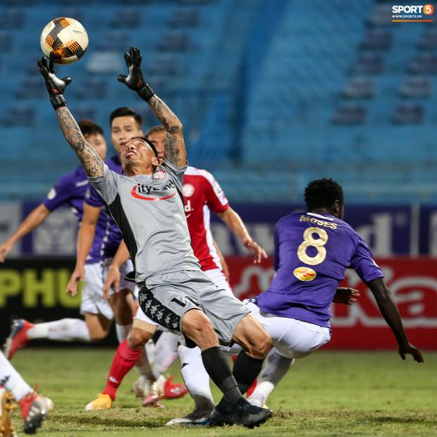 3 anh Tây là fan Hà Nội FC ăn mừng cà khịa CĐV đội Công Phượng theo cách cực gợi đòn - Ảnh 8.