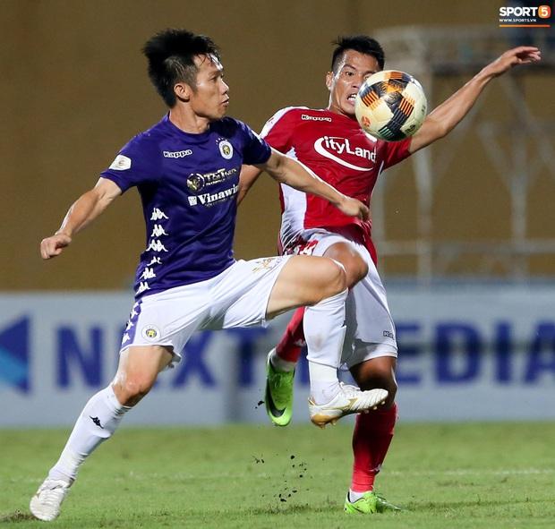3 anh Tây là fan Hà Nội FC ăn mừng cà khịa CĐV đội Công Phượng theo cách cực gợi đòn - Ảnh 5.