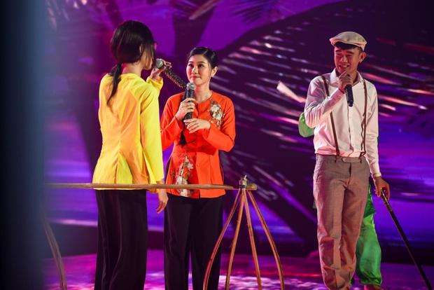 King Of Rap: HIEUTHUHAI mượn rượu tỏ tình Emily, Erik - Bùi Lan Hương gây sốt khi kết hợp với các thí sinh - Ảnh 11.