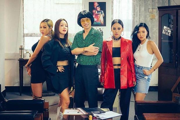 Tân binh cục súc nhất Kpop gọi tên 4 chị đại Refund Sisters: Chưa debut đã ngáng đường BTS, BLACKPINK, giật ngay All-kill nhạc số! - Ảnh 4.