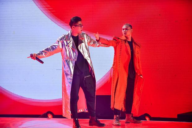 King Of Rap: HIEUTHUHAI mượn rượu tỏ tình Emily, Erik - Bùi Lan Hương gây sốt khi kết hợp với các thí sinh - Ảnh 9.