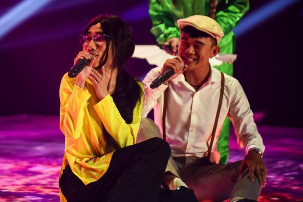 King Of Rap: HIEUTHUHAI mượn rượu tỏ tình Emily, Erik - Bùi Lan Hương gây sốt khi kết hợp với các thí sinh - Ảnh 10.