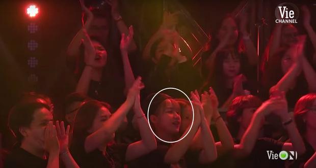 Anh quay phim của Rap Việt đổi crush, lần này là em gái tóc vàng với nụ cười siêu xinh - Ảnh 3.