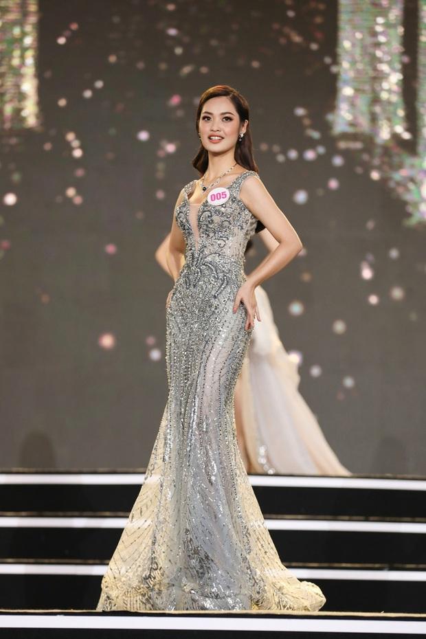 Thí sinh có màn catwalk bạch tuộc tại bán kết Hoa Hậu Việt Nam 2020: Mình chẳng là gì nhưng ai gặp cũng khó mà quên đấy! - Ảnh 2.