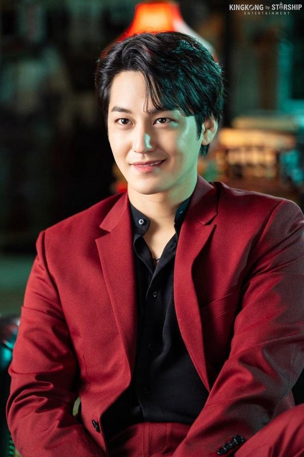Nam thần Kim Bum (Vườn Sao Băng) comeback lợi hại hơn xưa, visual lấn át cả tài tử cực phẩm Lee Dong Wook? - Ảnh 2.