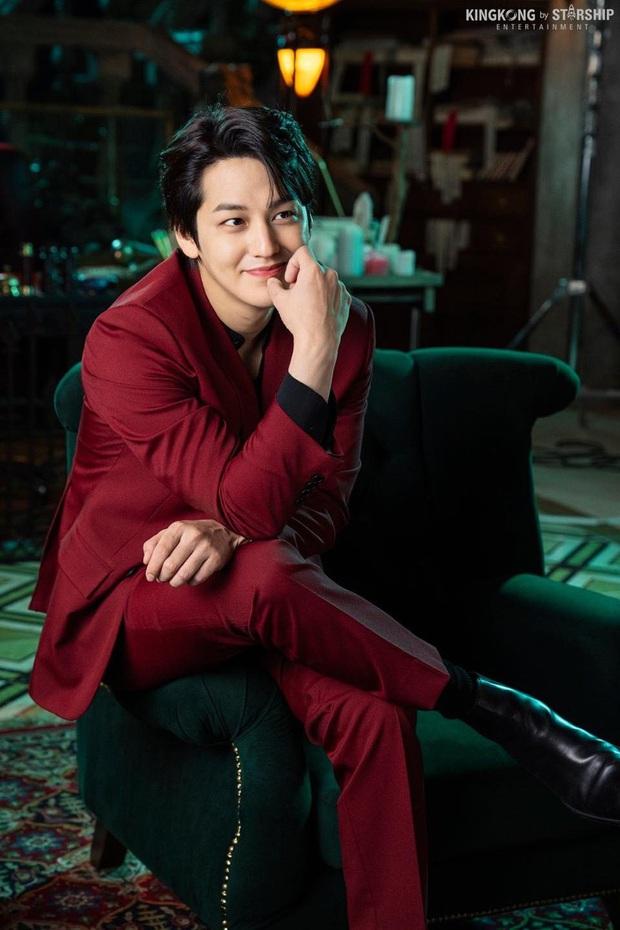 Nam thần Kim Bum (Vườn Sao Băng) comeback lợi hại hơn xưa, visual lấn át cả tài tử cực phẩm Lee Dong Wook? - Ảnh 3.