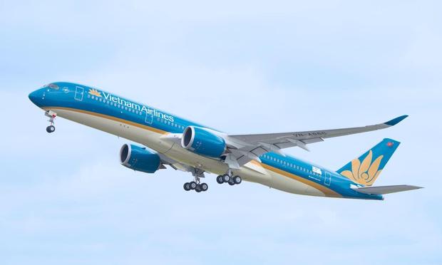Tăng chuyến bay phục vụ hành khách bị ảnh hưởng bởi cơn bão số 6 - Ảnh 1.
