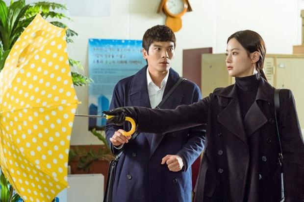 Bạn Trai Tôi Là Hồ Ly hút fan vì Lee Dong Wook nhưng nội dung cứ như đi cóp nhặt từ Goblin và Hotel Del Luna? - Ảnh 2.
