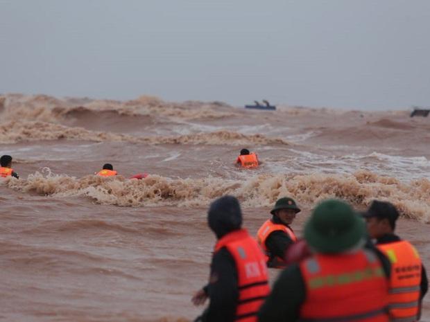 Phát hiện 1 thi thể trôi dạt vào bờ biển, là thành viên tàu Vietship 01 - Ảnh 2.