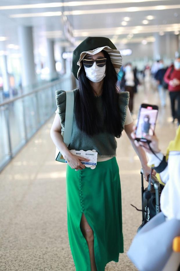 Phạm Băng Băng tiếp tục chơi nổi tại sân bay: Diện mũ to tổ chảng, trang phục khiến ai cũng phải thắc mắc - Ảnh 3.