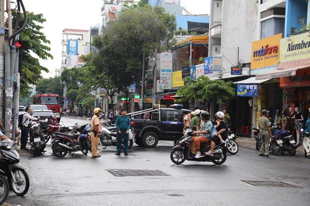 Tài xế taxi không biết đang chở nữ quái đi cướp ngân hàng - Ảnh 3.