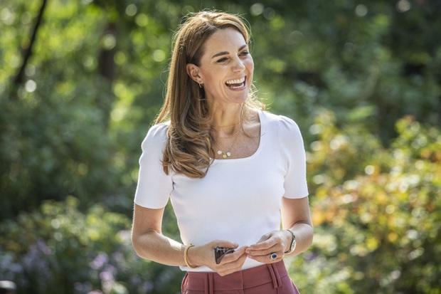 Bí mật dưỡng tóc của Công nương Kate được chính nhà tạo mẫu tóc độc quyền của Hoàng gia Anh tiết lộ - Ảnh 4.