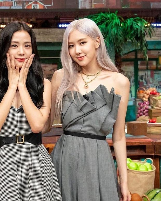 Ngọc nữ mới của Song Joong Ki đụng hàng với Rosé: Không so bì nhan sắc nhưng riêng cách mix đồ đã thua xa - Ảnh 3.