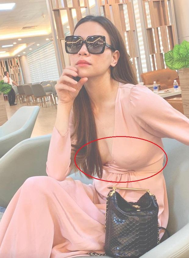 Phô diễn đường cong nuột nà với kiểu váy nguy hiểm, nhờ tinh ý mà Sam không đi vào vết xe đổ của Hà Hồ, Ngọc Trinh - Ảnh 4.