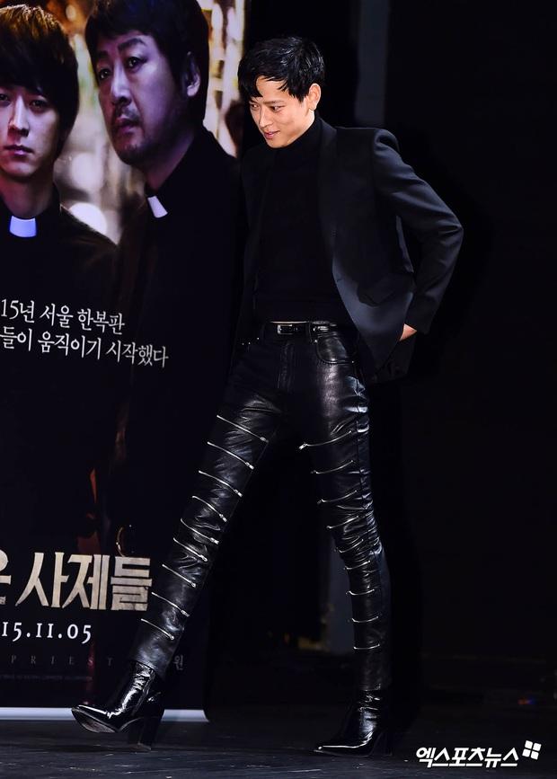 Loạt ảnh cũ của thánh sống leo top Naver: Ngã ngửa khi nhìn xuống chân, cả xứ Hàn có lẽ chỉ mình anh cân được! - Ảnh 2.