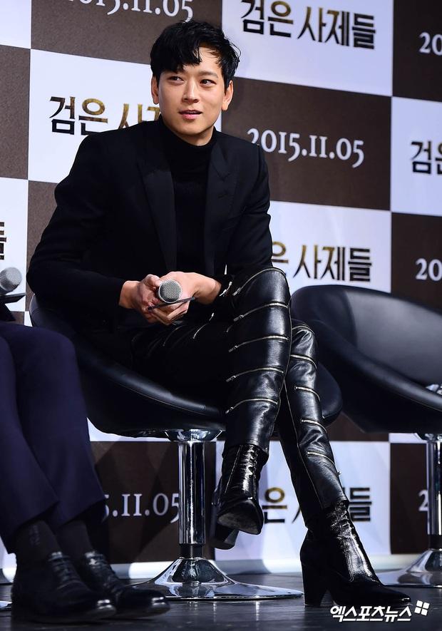 Loạt ảnh cũ của thánh sống leo top Naver: Ngã ngửa khi nhìn xuống chân, cả xứ Hàn có lẽ chỉ mình anh cân được! - Ảnh 6.