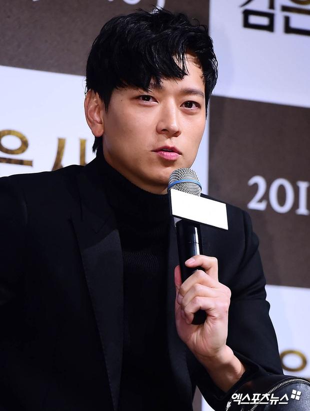 Loạt ảnh cũ của thánh sống leo top Naver: Ngã ngửa khi nhìn xuống chân, cả xứ Hàn có lẽ chỉ mình anh cân được! - Ảnh 8.