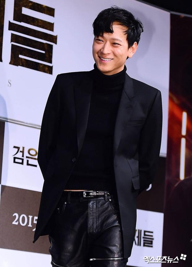 Loạt ảnh cũ của thánh sống leo top Naver: Ngã ngửa khi nhìn xuống chân, cả xứ Hàn có lẽ chỉ mình anh cân được! - Ảnh 7.