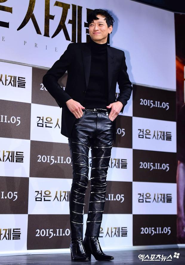 Loạt ảnh cũ của thánh sống leo top Naver: Ngã ngửa khi nhìn xuống chân, cả xứ Hàn có lẽ chỉ mình anh cân được! - Ảnh 3.