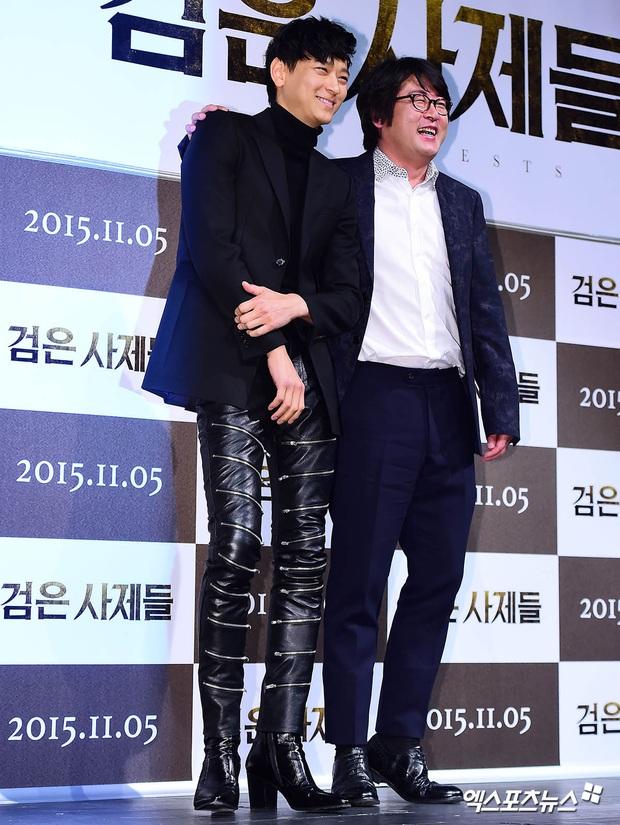 Loạt ảnh cũ của thánh sống leo top Naver: Ngã ngửa khi nhìn xuống chân, cả xứ Hàn có lẽ chỉ mình anh cân được! - Ảnh 5.
