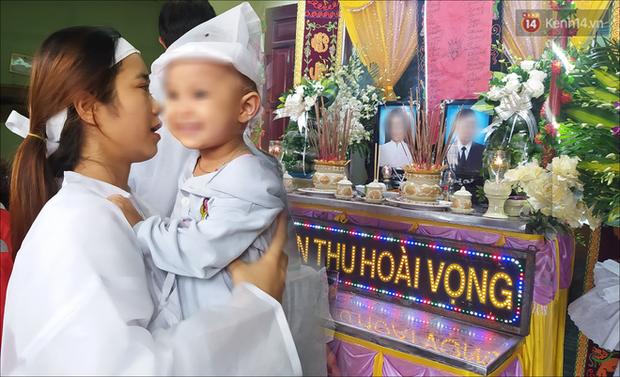 Đôi vợ chồng tử vong vì nước lũ, con gái 2 tuổi ngơ ngác trong đám tang: Thôn nghèo hôm nay nhiều người khóc quá... - Ảnh 8.
