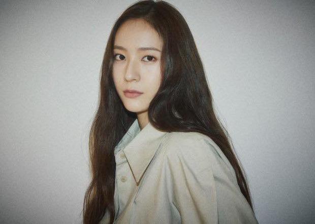 NÓNG: Krystal chính thức rời SM, đóng lại kỷ nguyên của f(x) sau 11 năm, liệu có về cùng nhà với chị gái Jessica? - Ảnh 2.