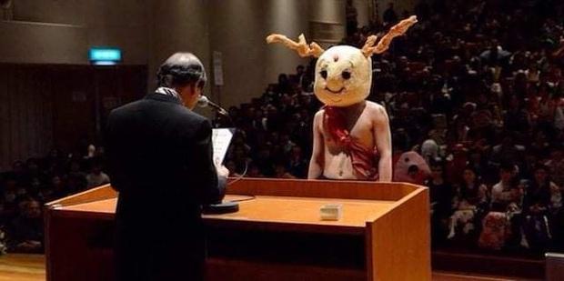 Dân mạng cười xỉu với những pha cosplay trong ngày tốt nghiệp của sinh viên ĐH Nghệ thuật Kyoto - Ảnh 6.