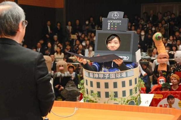 Dân mạng cười xỉu với những pha cosplay trong ngày tốt nghiệp của sinh viên ĐH Nghệ thuật Kyoto - Ảnh 13.