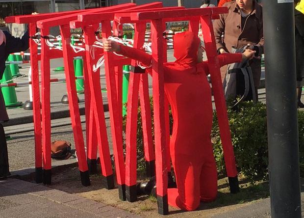 Dân mạng cười xỉu với những pha cosplay trong ngày tốt nghiệp của sinh viên ĐH Nghệ thuật Kyoto - Ảnh 16.