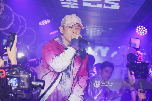 1 ngày sau khi bị loại, Binz rủ rê 16 Typh cùng rap Bigcityboi trên sân khấu, nguyên dàn thí sinh Rap Việt bất ngờ đến chung vui! - Ảnh 15.