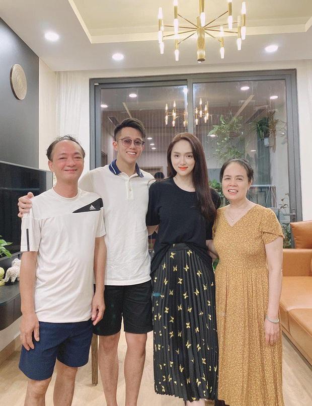 Matt Liu vừa ra mắt nhà gái, Hương Giang đã sắm ngay đôi giày cổ tích gần 100 triệu, Vbiz chuẩn bị có thêm tin mừng? - Ảnh 2.