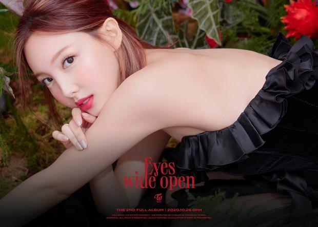 Nayeon là người mở bát chuỗi teaser của TWICE: Vẻ đẹp tân cổ giao duyên có cả, nhạc thập niên 90s như phim Hongkong? - Ảnh 2.