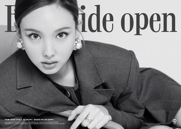 Nayeon là người mở bát chuỗi teaser của TWICE: Vẻ đẹp tân cổ giao duyên có cả, nhạc thập niên 90s như phim Hongkong? - Ảnh 3.