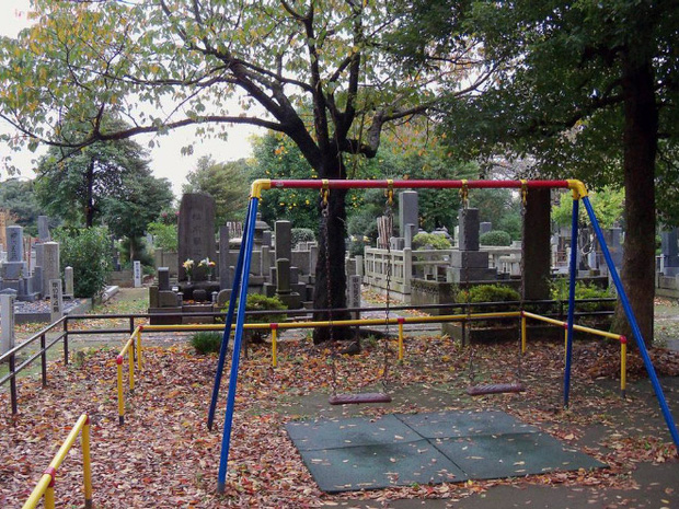 Tuyển tập những sân chơi trẻ em trông chán đời và trầm cảm nhất quả đất - Ảnh 12.