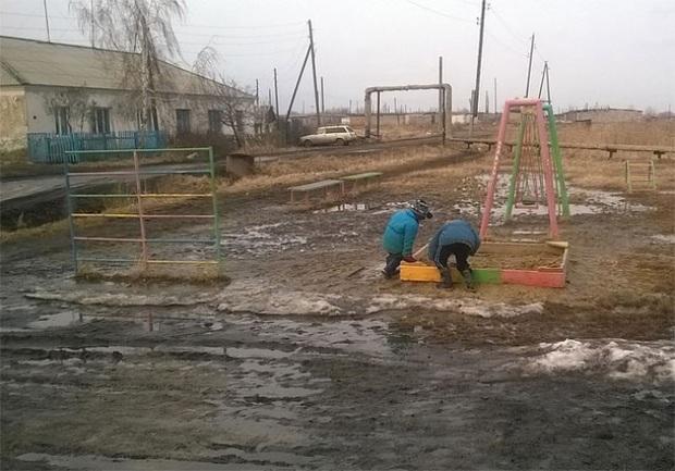 Tuyển tập những sân chơi trẻ em trông chán đời và trầm cảm nhất quả đất - Ảnh 15.