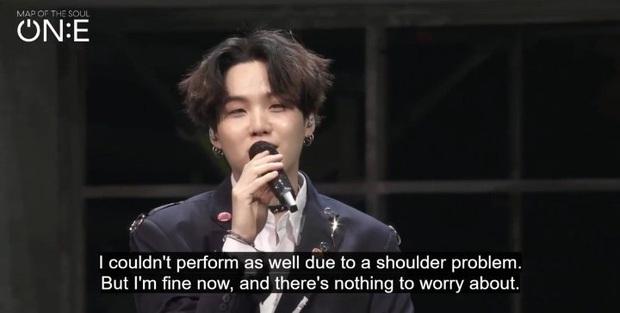 Bị chấn thương vai trong concert nhưng SUGA (BTS) vẫn nhảy cực sung, cách trấn an ARMY còn gây xúc động mạnh - Ảnh 3.