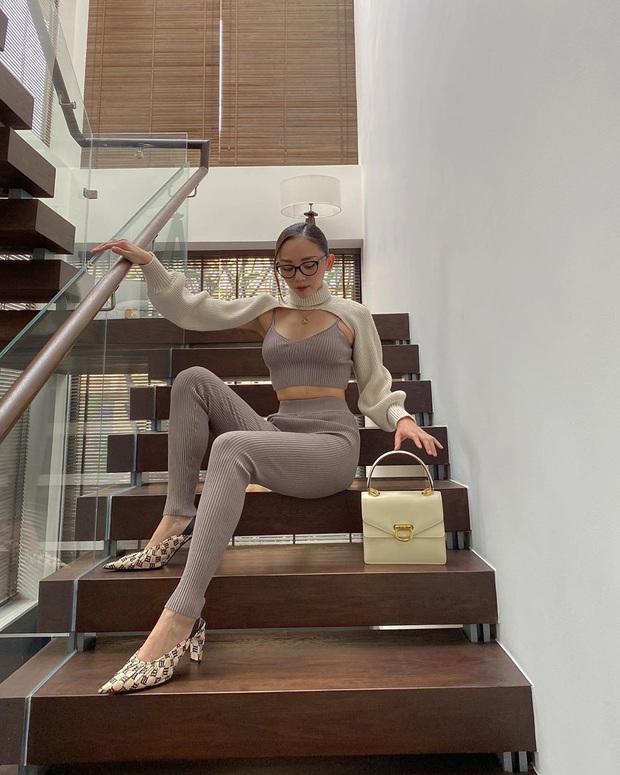 Instagram look xịn của sao Việt tuần qua: Ngọc Trinh lên đồ gợi cảm, cô em Chi Pu cũng bạo chẳng kém  - Ảnh 1.