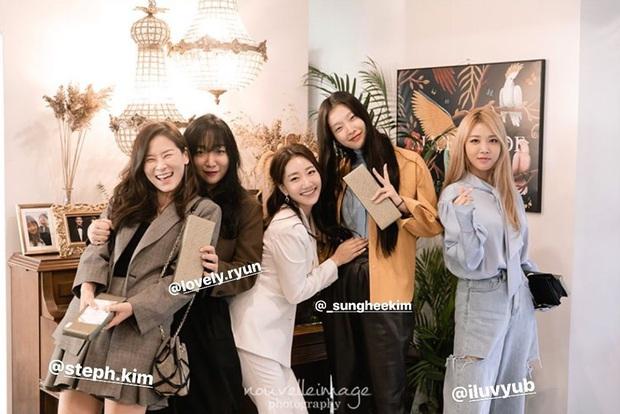 Dàn mỹ nhân Hàn đi đám cưới mà style giản dị hết sức: Jennie, Somi đến nữ phụ chuyển giới Itaewon Class đều chung ý tưởng lên đồ - Ảnh 4.