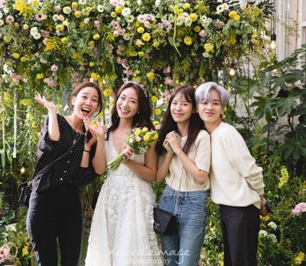 Dàn mỹ nhân Hàn đi đám cưới mà style giản dị hết sức: Jennie, Somi đến nữ phụ chuyển giới Itaewon Class đều chung ý tưởng lên đồ - Ảnh 5.