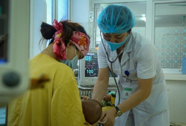 Vụ bé gái 2 tháng tuổi tử vong sau khi tiêm vắc xin ở Sơn La: 4 trẻ nhỏ khác cũng phải nhập viện, đang được theo dõi - Ảnh 4.