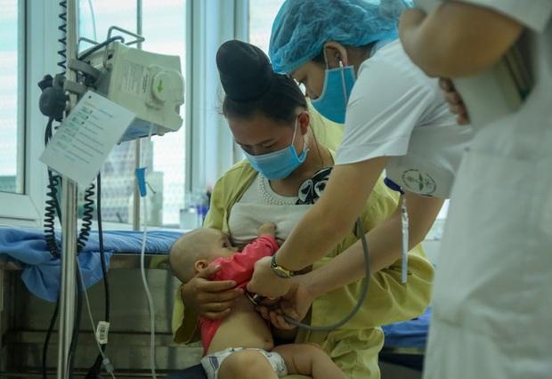 Vụ bé gái 2 tháng tuổi tử vong sau khi tiêm vắc xin ở Sơn La: 4 trẻ nhỏ khác cũng phải nhập viện, đang được theo dõi - Ảnh 3.