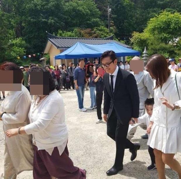 2 nhóc tỳ bí ẩn nhưng hot nhất Kbiz: Con trai Lee Byung Hun gây sốt vì quá soái, con gái Bi Rain lên top Naver dù... không lộ mặt - Ảnh 7.