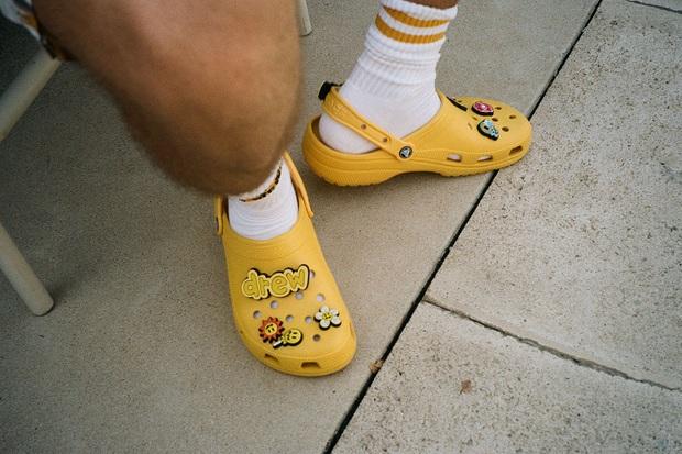 Justin Bieber x Crocs: Màn collab lớn nhất từ trước tới nay của hãng dép đi mưa - Ảnh 9.