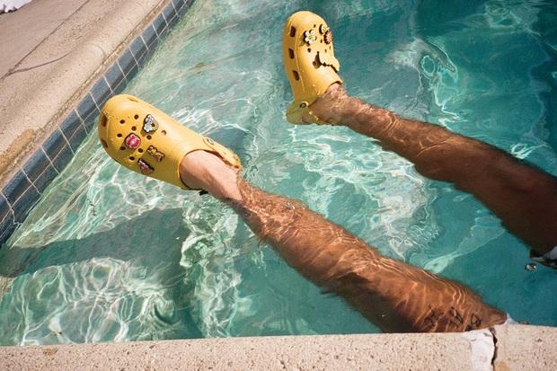 Justin Bieber x Crocs: Màn collab lớn nhất từ trước tới nay của hãng dép đi mưa - Ảnh 8.
