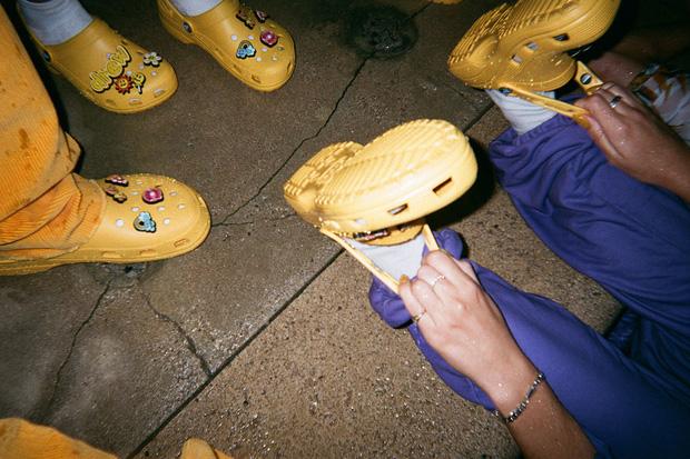 Justin Bieber x Crocs: Màn collab lớn nhất từ trước tới nay của hãng dép đi mưa - Ảnh 4.