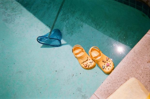 Justin Bieber x Crocs: Màn collab lớn nhất từ trước tới nay của hãng dép đi mưa - Ảnh 6.