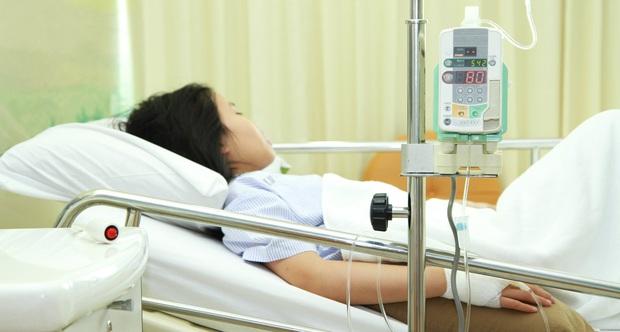 Gia đình 5 người liên tục nhập viện trong mấy tháng ngắn ngủi do bị trúng độc thuốc diệt côn trùng sử dụng trong nhà - Ảnh 1.