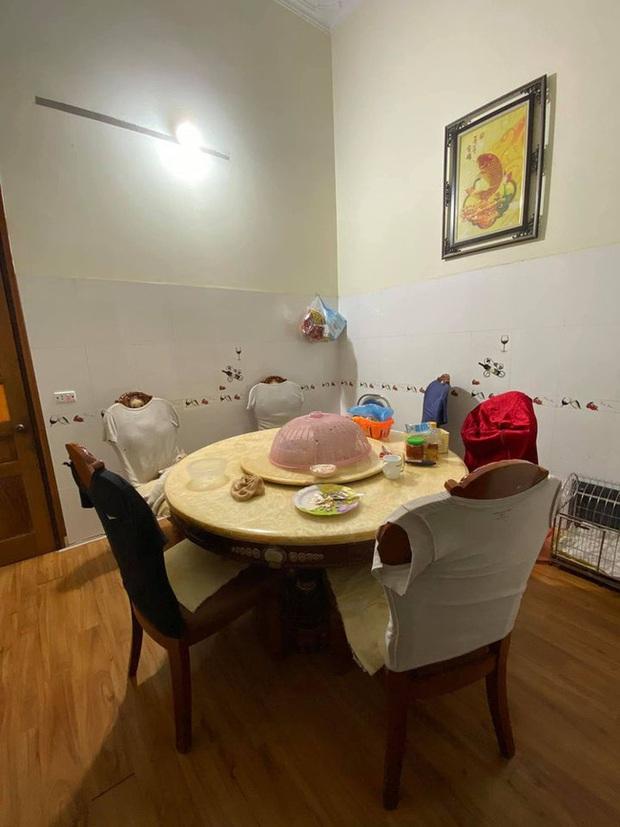 Bộ bàn ăn của gia đình có một chi tiết khiến ai nhìn vào cũng thấy rợn người nhưng bí mật phía sau mới khó đoán - Ảnh 1.